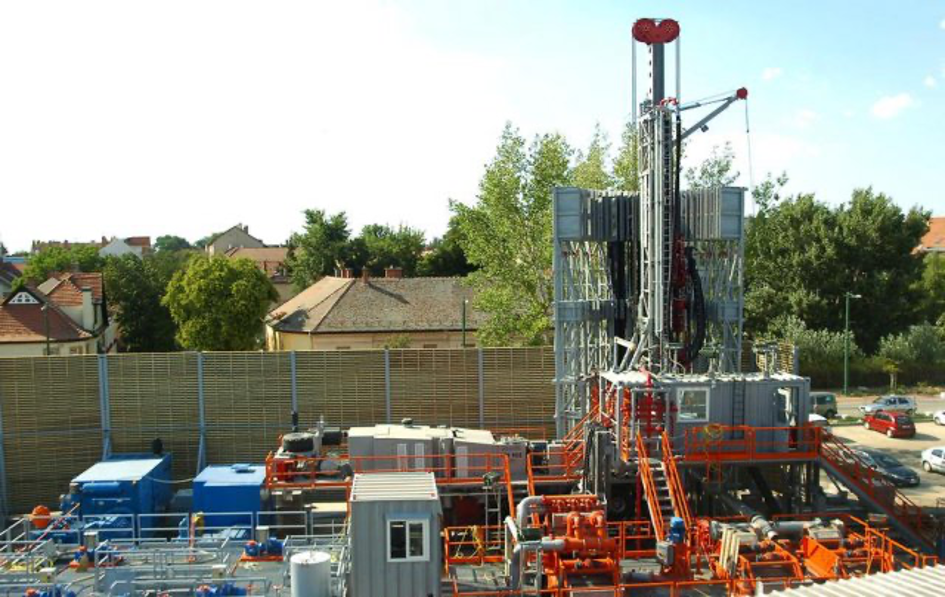 Construction of the downtown geothermal cascaded system in Szeged (KEOP-4.10.0/B/12-2013-0035)